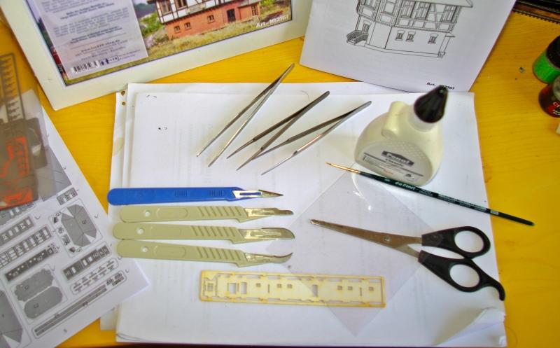 Werkzeuge für den Kartonmodellebau